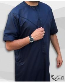 Qamis Emirati Bleu Marine Satiné Manches Courtes