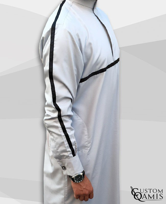 Qamis Athletic Gris Clair Satiné Ruban Noir