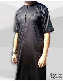 Qamis Emirati Noir Satiné Manches Courtes