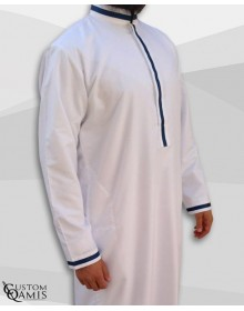 Qamis Trend Blanc Mat Ruban Bleu Marine