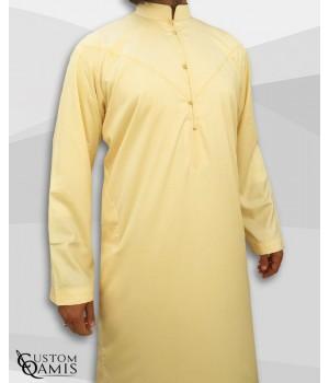 Qamis Emirati Tissu Precious Jaune Clair Satiné Col Bahraini