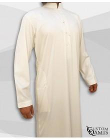 Qamis Emirati Tissu Precious Crème Satiné Col Bahraini