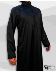 Qamis Emirati Tissu Precious Noir Satiné Col Bahraini