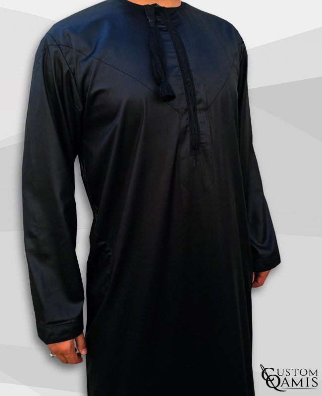 Qamis Omani Tissu Precious Noir Satiné