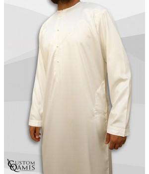 Qamis Emirati Tissu Precious Crème Sans Col