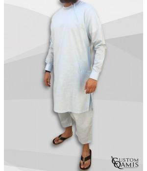 Ensemble Pakistannais en lin bleu ciel clair avec broderie blanche et serwel coupe qandrissi