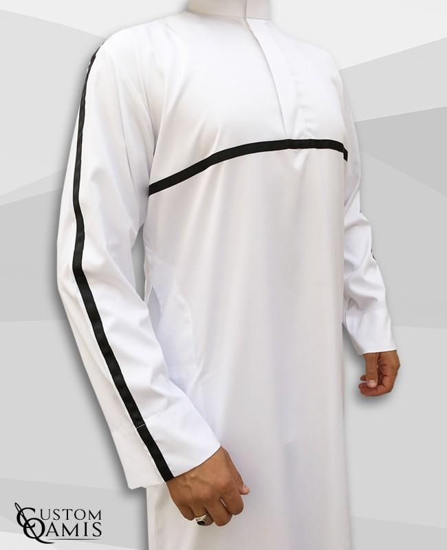 Qamis Athletic Platinium blanc et ruban noir
