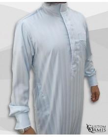 Qamis Edge tissu Royal : Gris bleuté clair à rayures et blanc satiné
