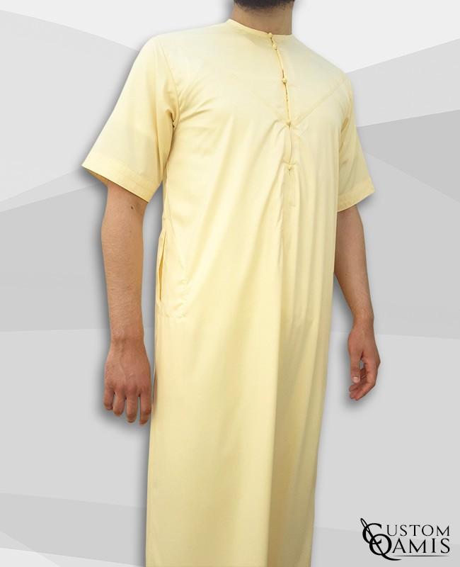 Qamis Emirati jaune clair satiné manches courtes