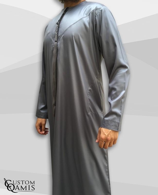 Qamis Emirati tissu Precious gris satiné avec tarboucha détachable