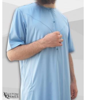 Qamis Emirati bleu ciel satiné manches courtes