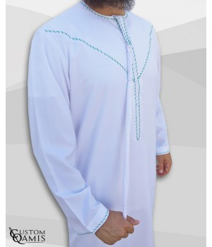 Qamis Emirati tissu Precious blanc satiné avec tarboucha détachable avec broderie vert