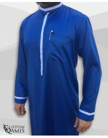 Qamis Trend tissu Precious bleu roi satiné et bandes blanches