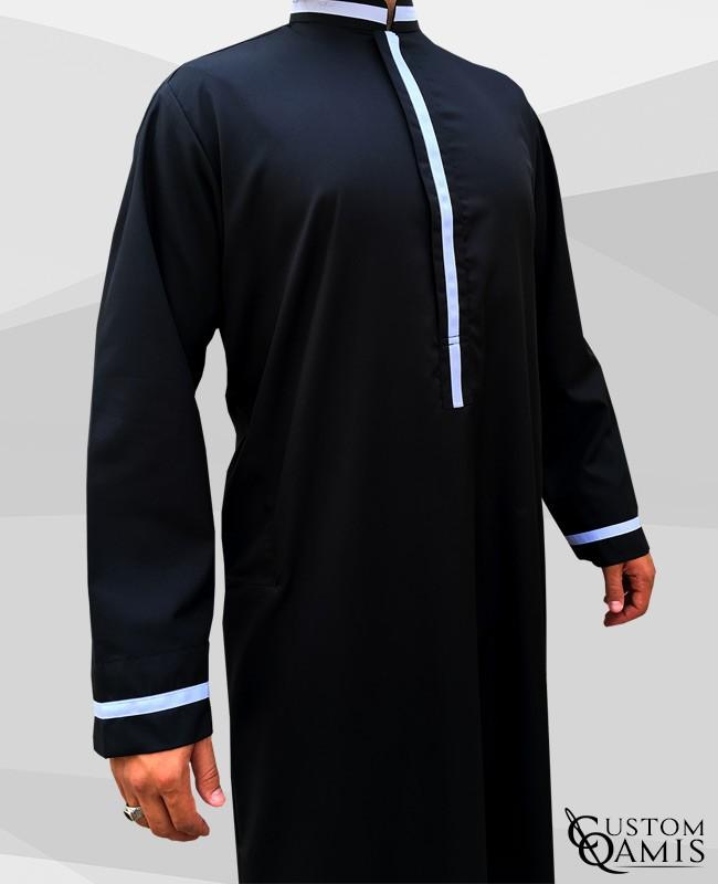 Qamis Trend tissu Platinium noir et bandes blanches col abadi