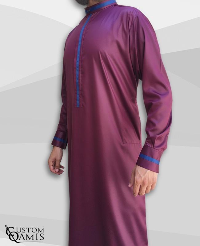 Qamis Trend tissu Precious bordeaux satiné et bandes bleues marine avec col Koweiti