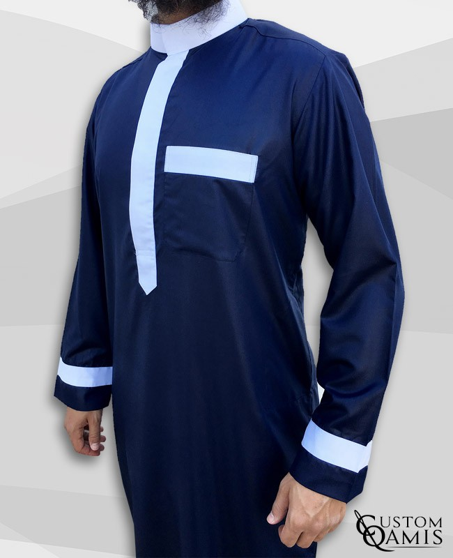 Qamis Two Tone tissu Precious bleu marine et blanc satinés col Saoudi