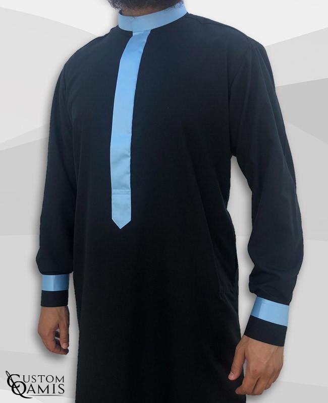 Qamis Two Tone tissu Platinium noir et bleu ciel col Koweti avec manchettes