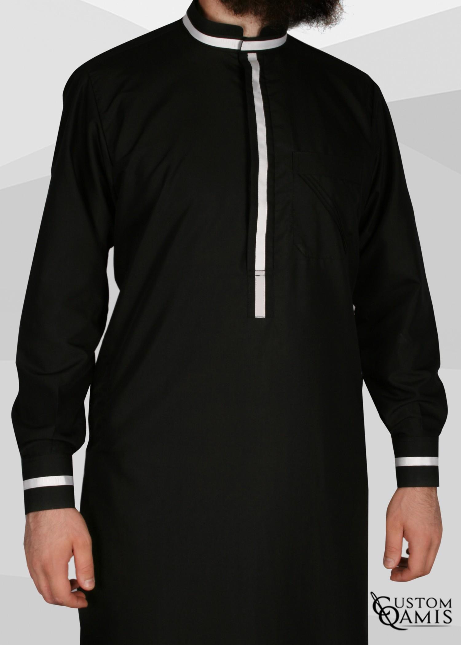 Qamis Trend tissu noir et bandes blanches col mao avec manchettes