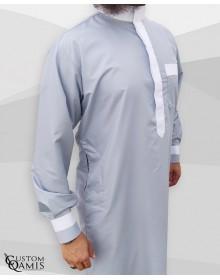 Qamis Two Tone tissu Platinium Gris clair et blanc col Saoudi avec manchettes