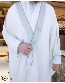 Bisht sur-mesure blanc avec bordures argentées