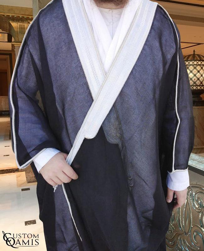 Bisht sur-mesure noir avec bordures argentées