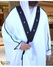 Bisht sur-mesure blanc avec bordure noire