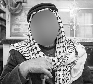 How to wear your keffiyeh: With or without a chachiya?